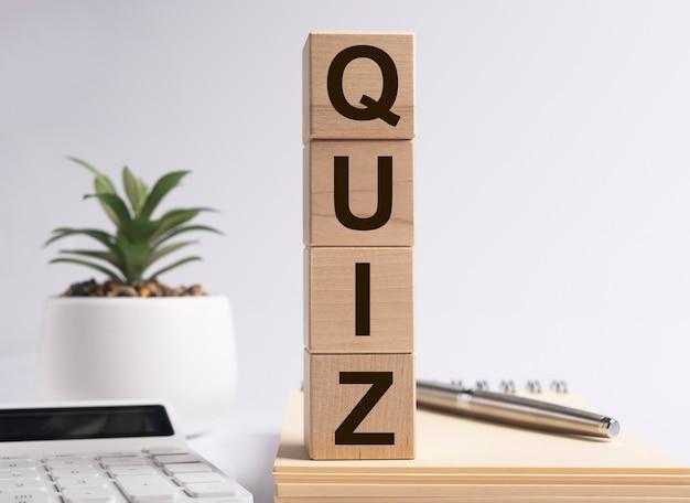 Mot De Quiz, Inscription. Jeu De Questions Et Concept De Quête. Photo Premium