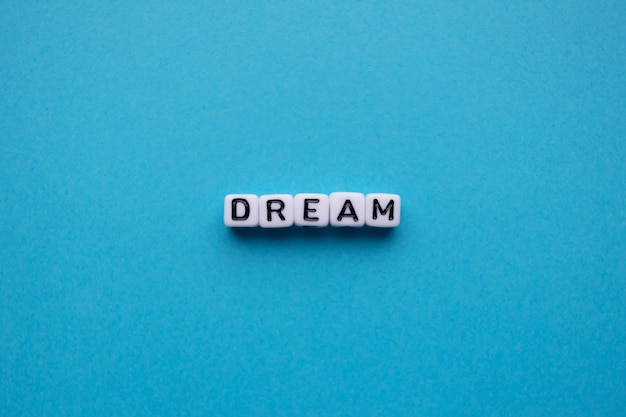 Mot de rêve sur fond bleu