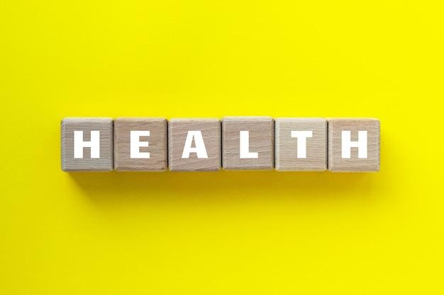 Mot de santé écrit sur des cubes de bois.