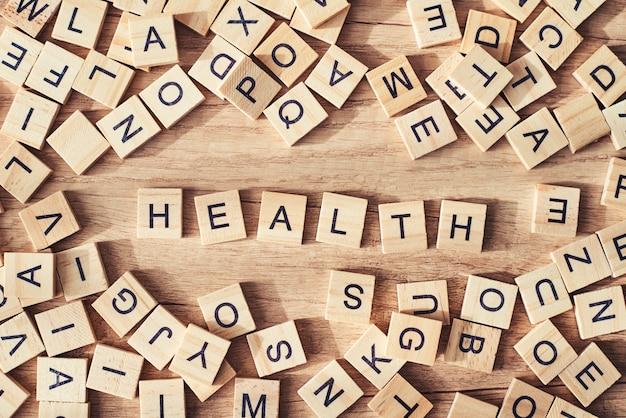 Mot de santé fait d'un blocs de bois, vue de dessus