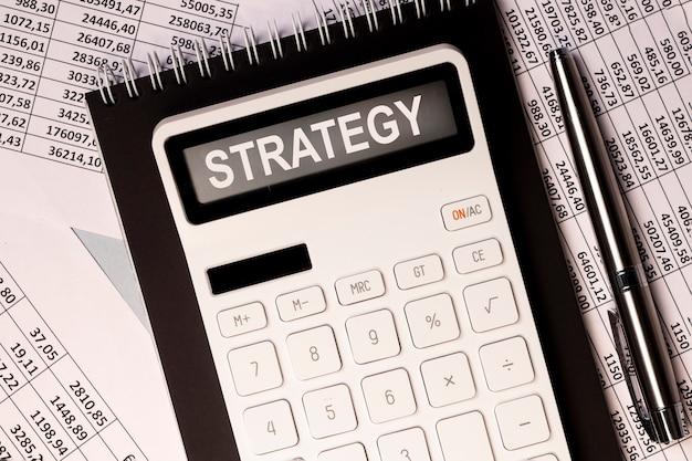 Mot de stratégie commerciale financière, inscription sur les documents.