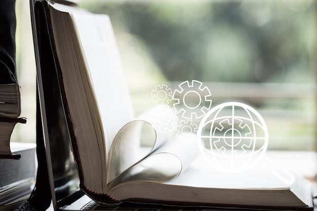 Moteur de recherche seo ou apprentissage en ligne de livres électroniques pour le concept d'étude avec loupe avec moteur à engrenages sur fond mondial de manuels ouverts. idées pour l'analyse sur l'ordinateur de l'information