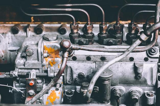 Moteur de voiture, enlever et assembler le moteur, concept de réparation.