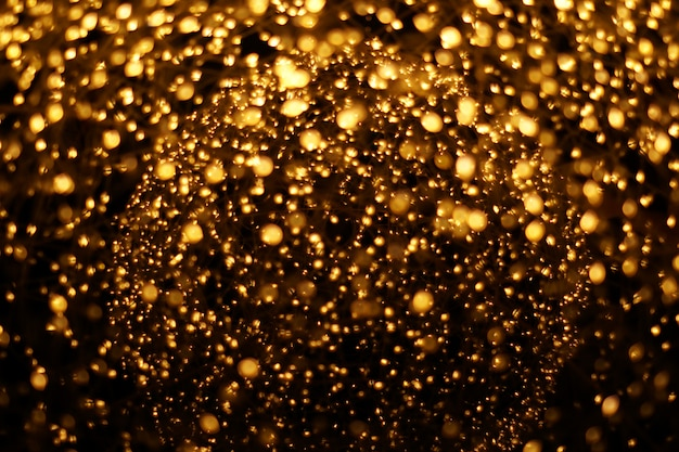 Le motif abstrait flou bokeh doré.