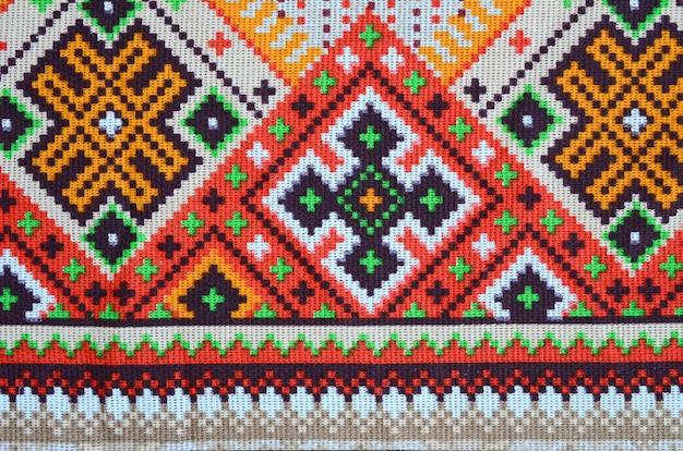Motif de broderie tricoté art populaire ukrainien traditionnel sur tissu