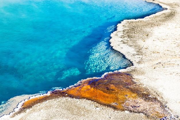 Motif coloré de la piscine noire, parc national de yellowstone