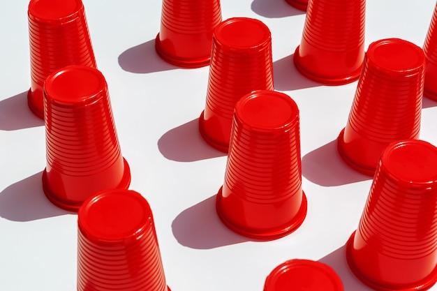 Motif de gobelets en plastique rouge