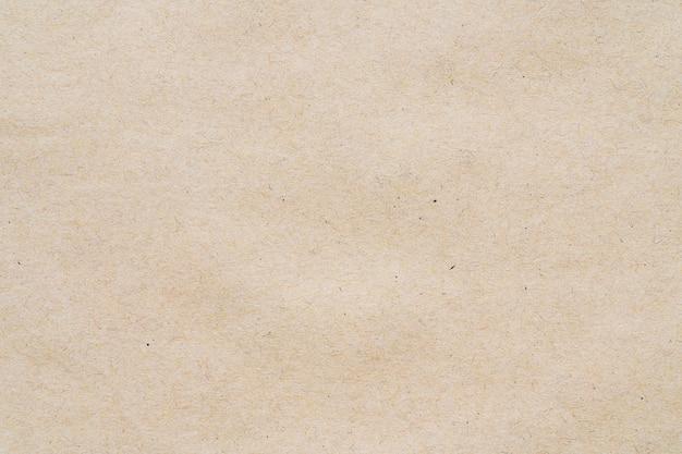 Motif jaune clair à partir d'une feuille de carton recyclé. vue de photomicrographie détaillée en gros plan de la texture abstraite recyclée fond de matériau en carton écologique.