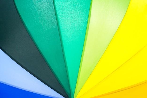 Motif de parapluie couleur arc-en-ciel
