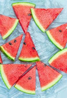 Motif pastèque pastèque rouge sur fond bleu