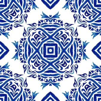 Motif de peinture aquarelle ornementale sans soudure de fleur de soleil damassé abstraite. texture de luxe élégante pour les fonds d'écran, les arrière-plans et le remplissage des pages. carrelage azulejo bleu et blanc