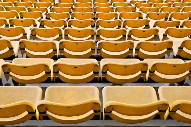 Motif de siège jaune dans un stade de football