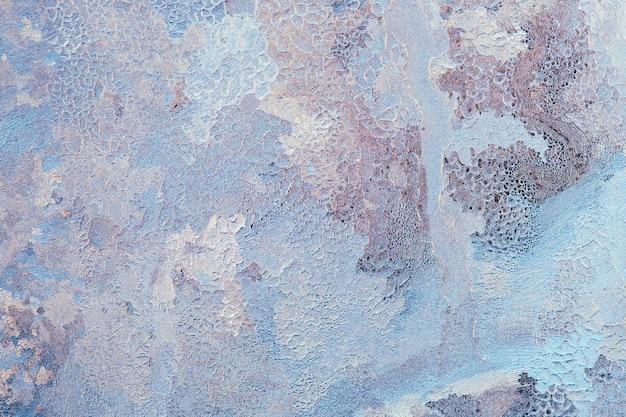 Motifs abstraits de glace et de givre sur la fenêtre en verre