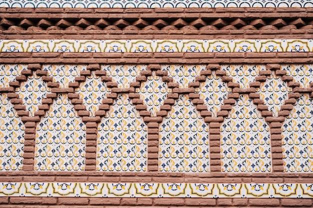 Motifs sur la façade dans un exemple d'architecture mudéjar