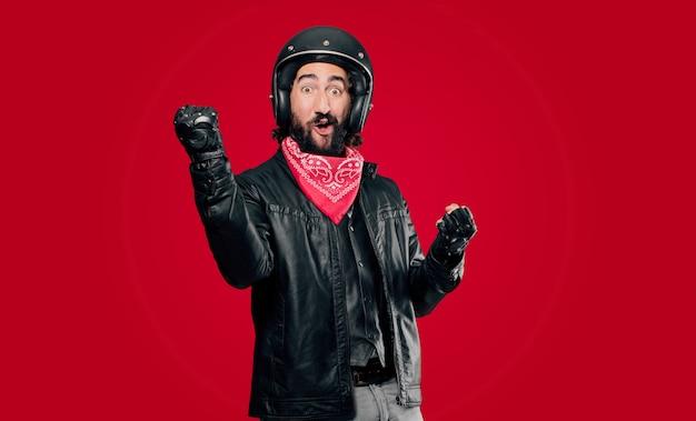 Motocycliste célébrant une victoire