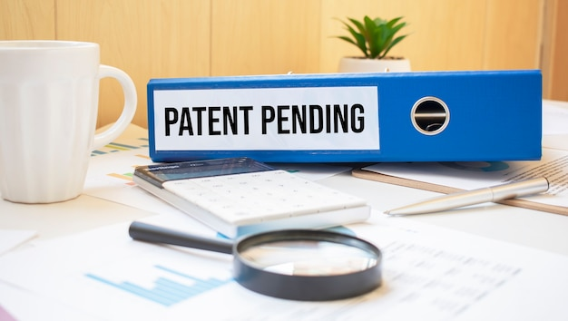 Mots en attente de brevet sur les étiquettes avec reliures de documents