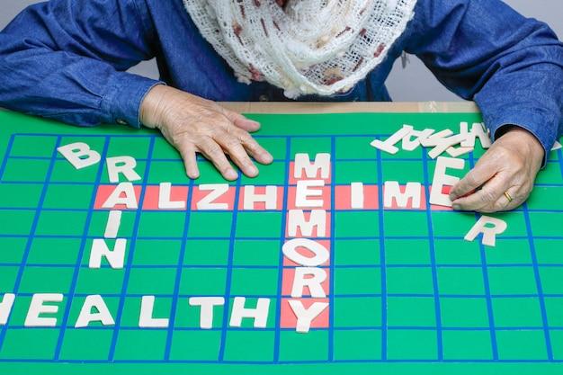 Mots croisés pour améliorer la mémoire des personnes âgées