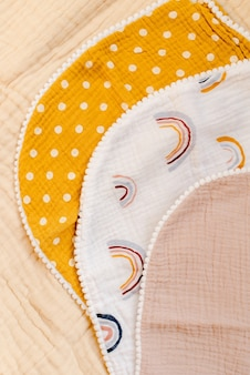 Mouchoirs sur tissu mousseline beige