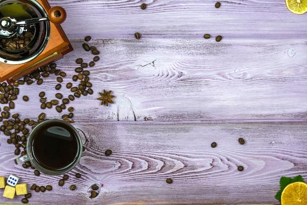Moulin à café avec grains de café