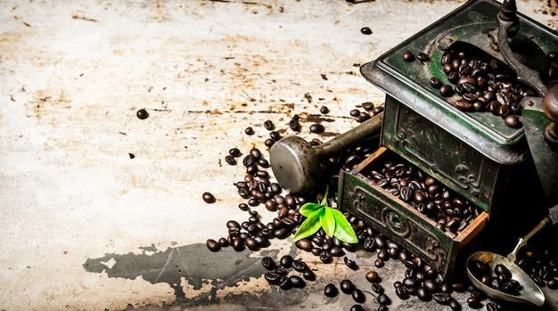 Moulin à café vintage avec pilon