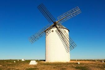 Moulin à vent dans la journée