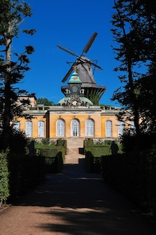 Le moulin vintage dans le parc de potsdam, allemagne