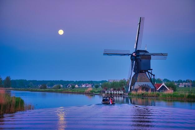 Moulins à vent à kinderdijk en hollande pays-bas