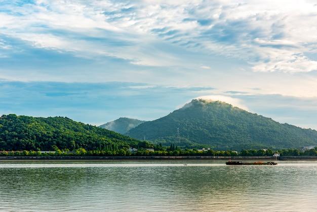 Mounatine et paysage fluvial