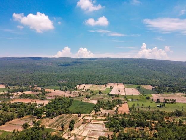 Mountainside farmland in rural thailand, photographie de paysage et photographie de drone