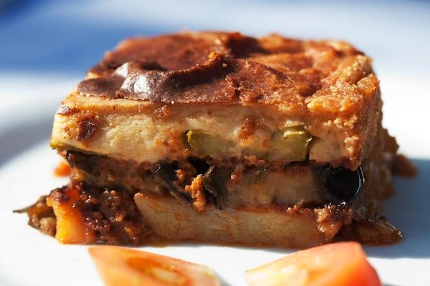 Moussaka - casserole de viande hachée et de légumes