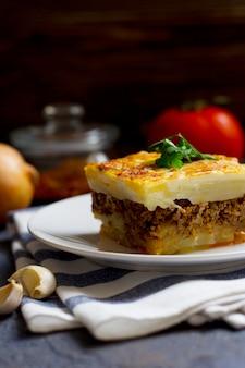 Moussaka grecque au boeuf haché et pommes de terre