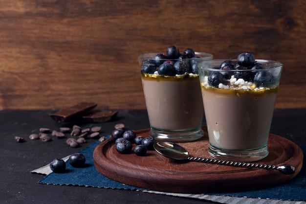 Mousse aux bleuets et pépites de chocolat