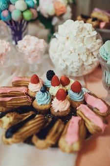 Mousse romantique éléments colorés bonbons