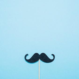 Moustache décorative sur baguette