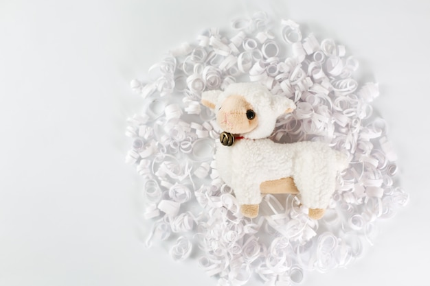 Mouton blanc en papier