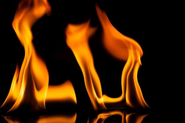 Mouvement de feu de flamme sur fond noir.