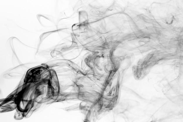 Mouvement de fumées toxiques sur fond blanc.