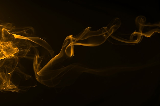Mouvement de résumé de fumée jaune sur fond noir
