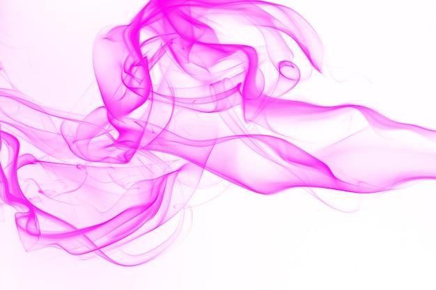 Mouvement de résumé de fumée rose sur fond blanc