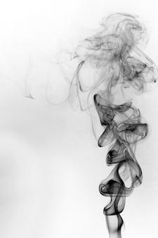 Mouvement toxique de fumée sur fond blanc.