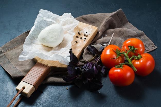 Mozzarella italienne, tomates, basilic.