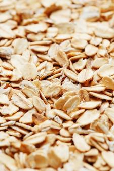 Muesli aux céréales dorées. grains d'avoine. petit déjeuner sain vue de dessus. fermer