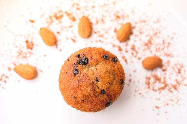Muffin lave au chocolat aux pépites de chocolat, odeur d'amande et de banane