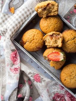 Muffins au beurre d'arachide avec confiture de fraises