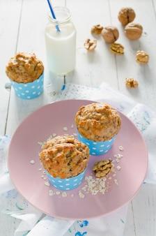 Muffins aux bananes avec flocons d'avoine et noix