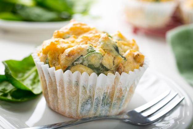 Muffins aux épinards, patates douces et fromage