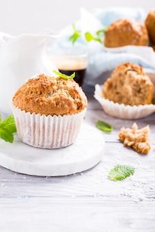 Muffins à la cannelle et à la noix de coco faits maison