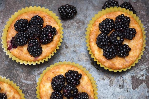 Muffins faits maison aux mûres