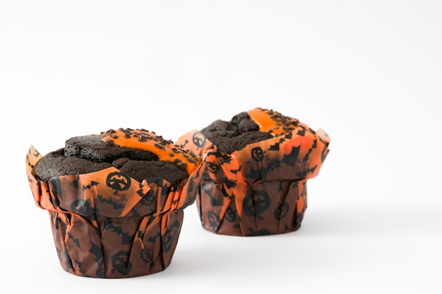 Muffins d'halloween isolés sur blanc