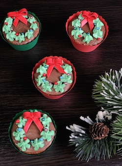 Muffins de noël sous forme de couronne de noël